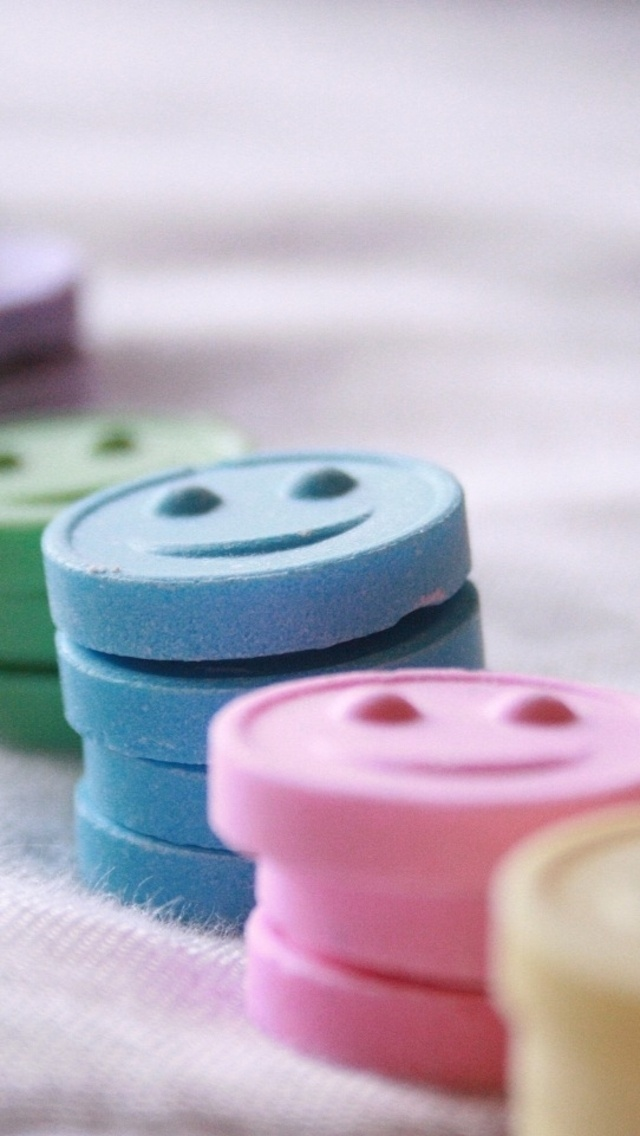 Colored Smileys Wallpaper