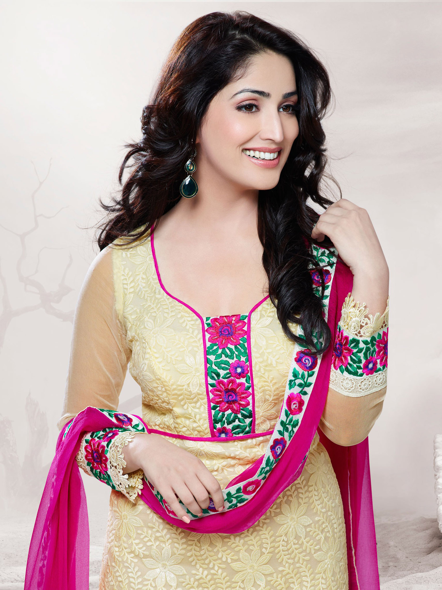 Punjabi Yami Gautam iPhone Wallpaper