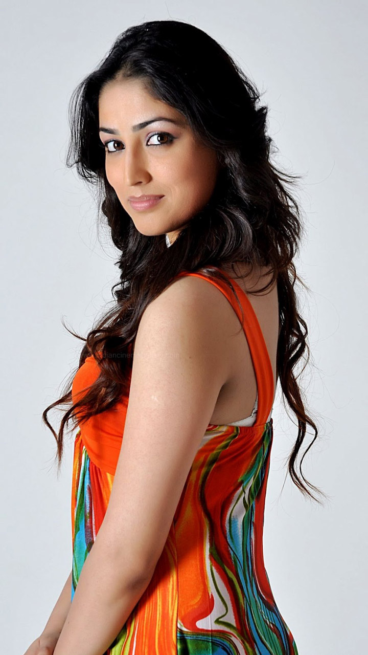 Yami Gautam Colorful Dress