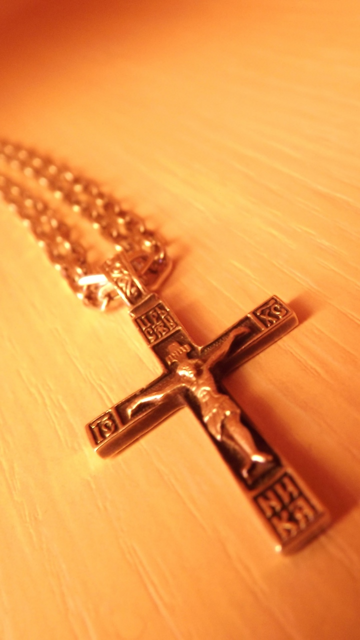 Cross Neckless Wallpaper