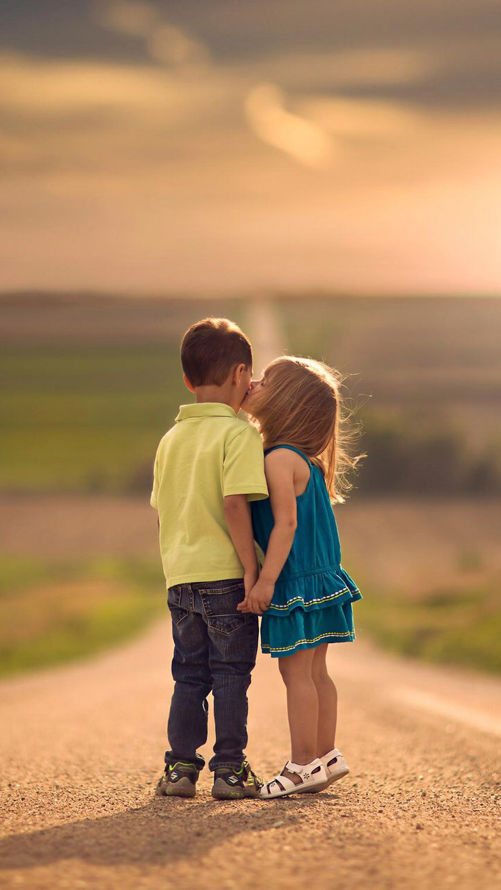 Love child couple Wallpaper : cute Phone Wallpapers