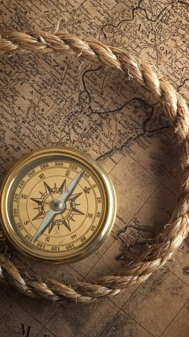 Old Compass Wallpaper