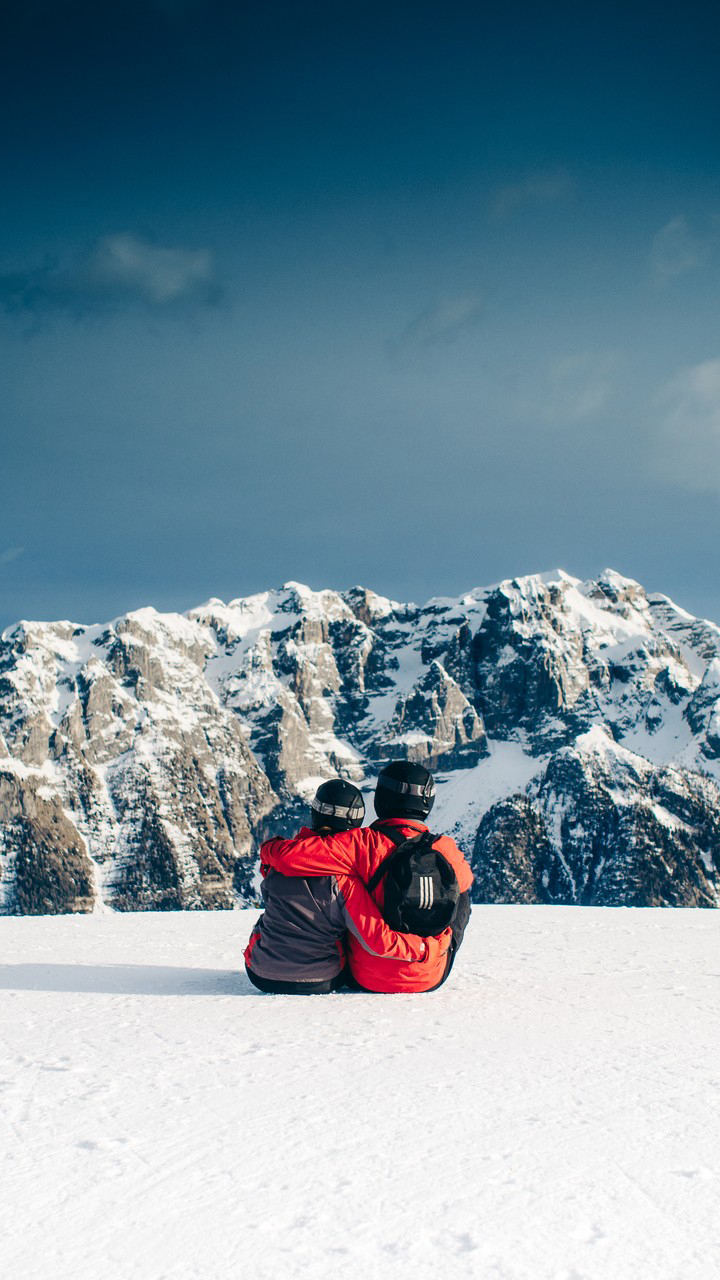 Couple Enjoy On Snow