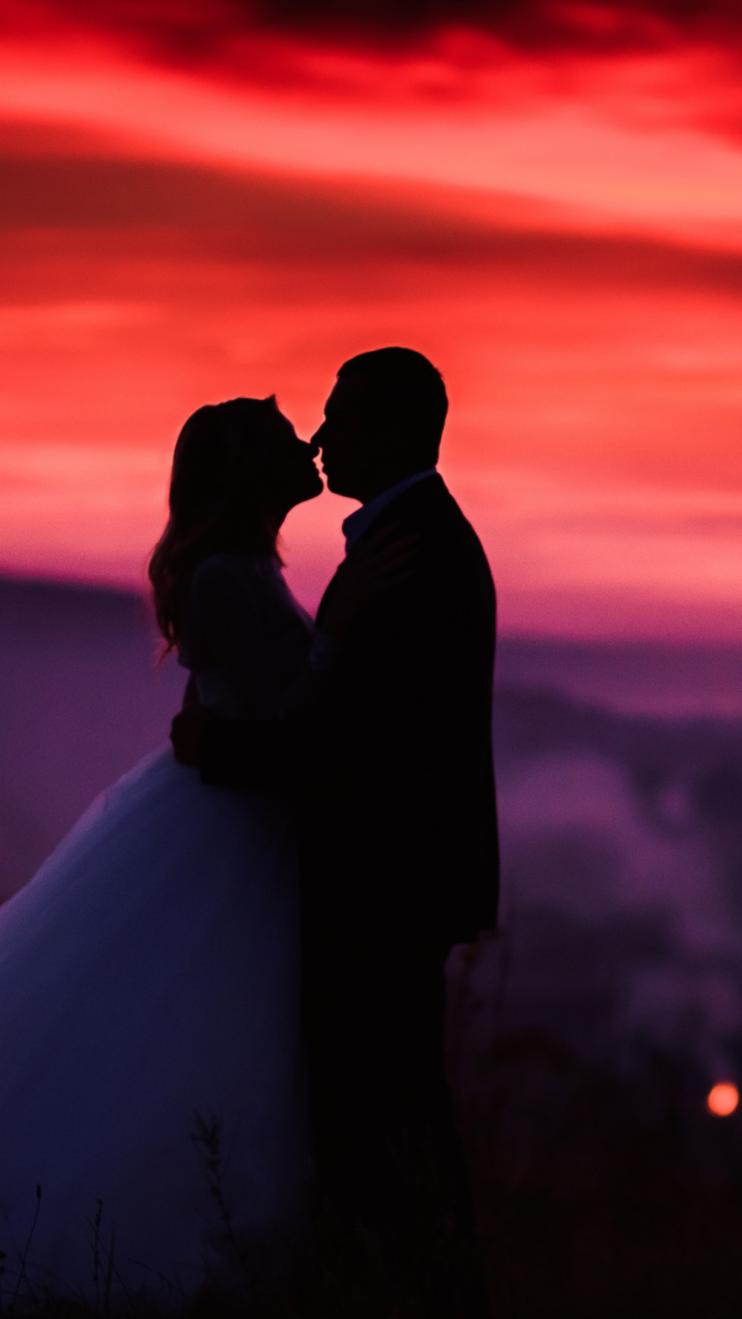 Kissing Lovers Silhouette