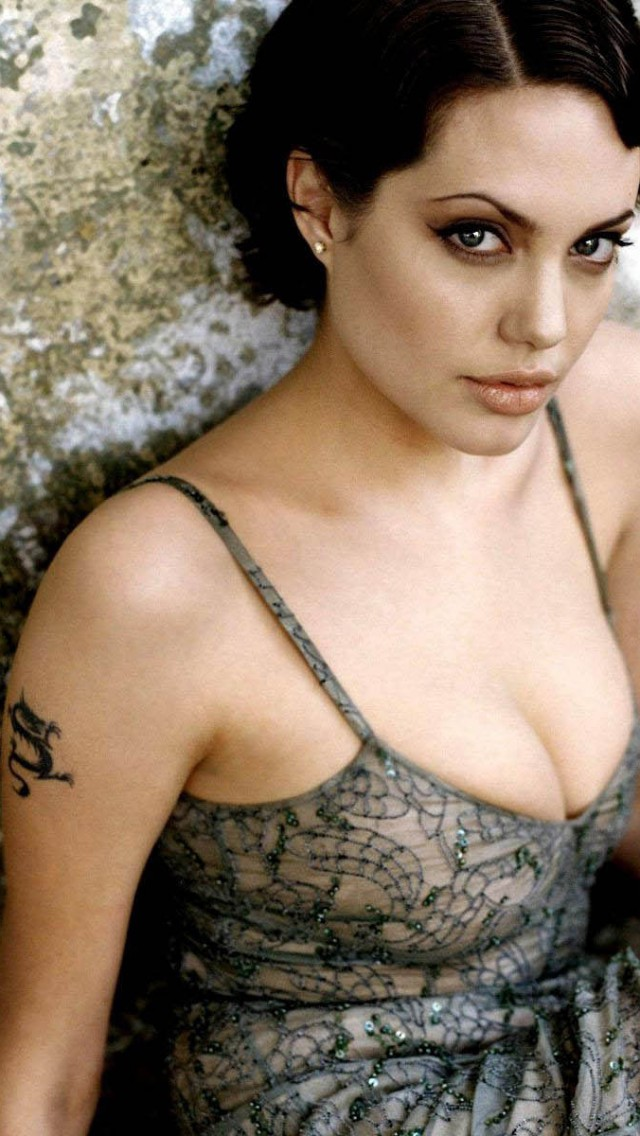 Tattoo on Arme Angelina Jolie