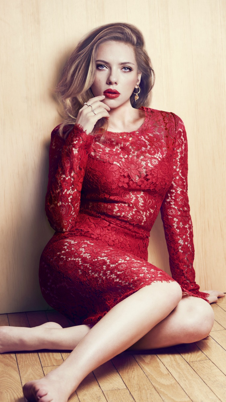 Scarlett Johansson in Hot Valentine Dress