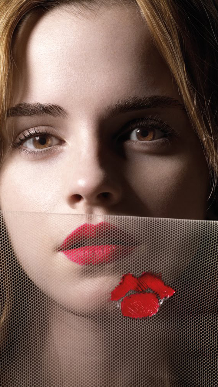 Kissing Beautiful Emma Watson