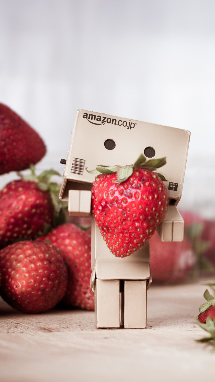 Danbo Loves Strawberries